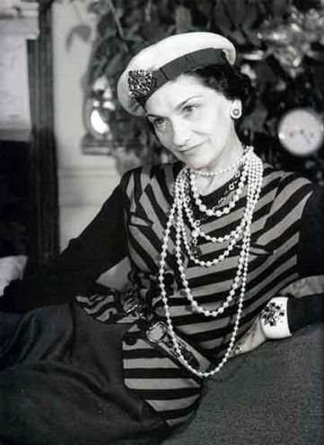Coco Chanel portant un béret
