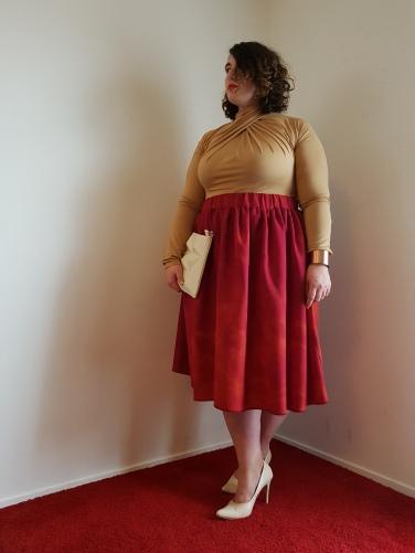 Jupe Tanguari rouge-orangé ; Longueur: 78cm