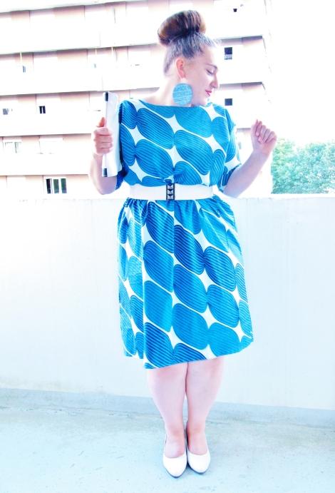 Jordane dans sa robe en wax bleu en 2013