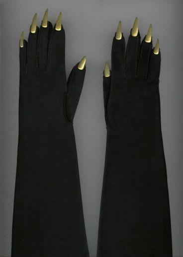 Les gants pattes d'ours d'Elsa Schiaparelli, 1936