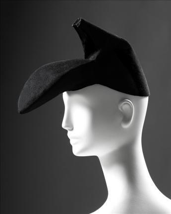 La chapeau chaussure d'Elsa Schiaparelli en collaboration avec Salvador Dali