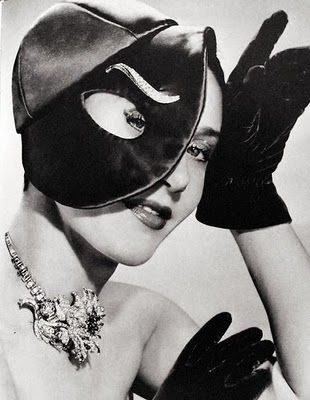 Elsa Schiaparelli - Hat eye