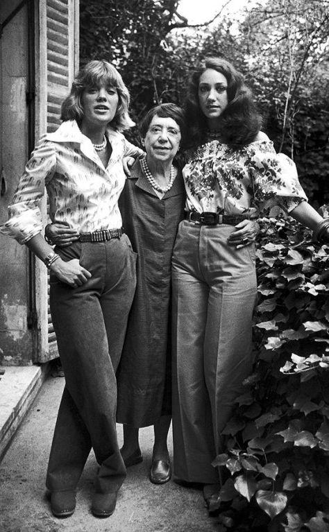 Schiaparelli et ses petites filles Les soeurs Berenson. Berry à gauche et Marisa à droite